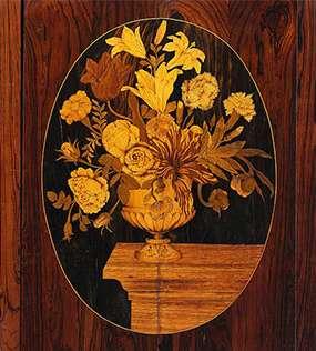 Bouquet gravé sur une planche ne bois
