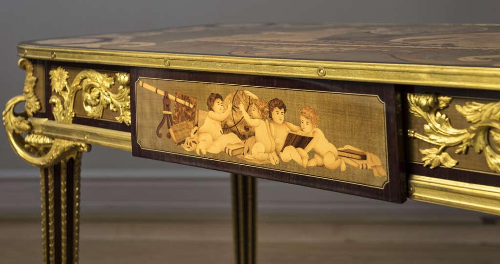 Table bois avec dorure en or